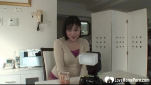 Japanese MILF gets a hard facboff
