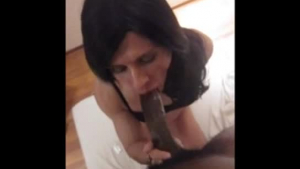 Horny mature woman takes a big dildo up her juicy ass